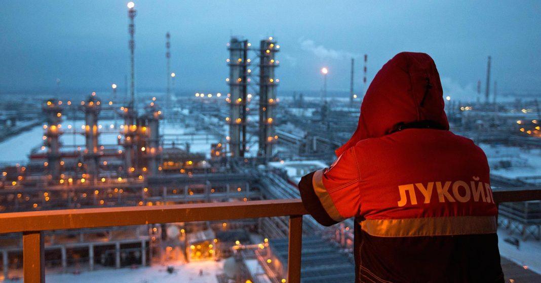 102243953 russia oil refinery.1910x1000