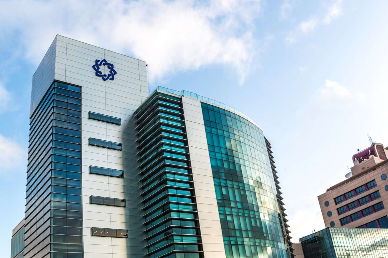 Beynəlxalq Bankın qarşısında intihara cəhd