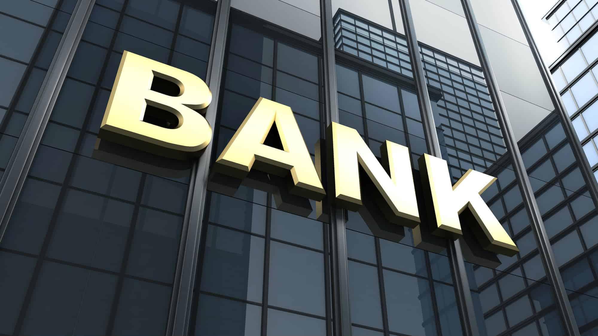 Daha bir neçə bankın bağlanma TƏHLÜKƏSİ