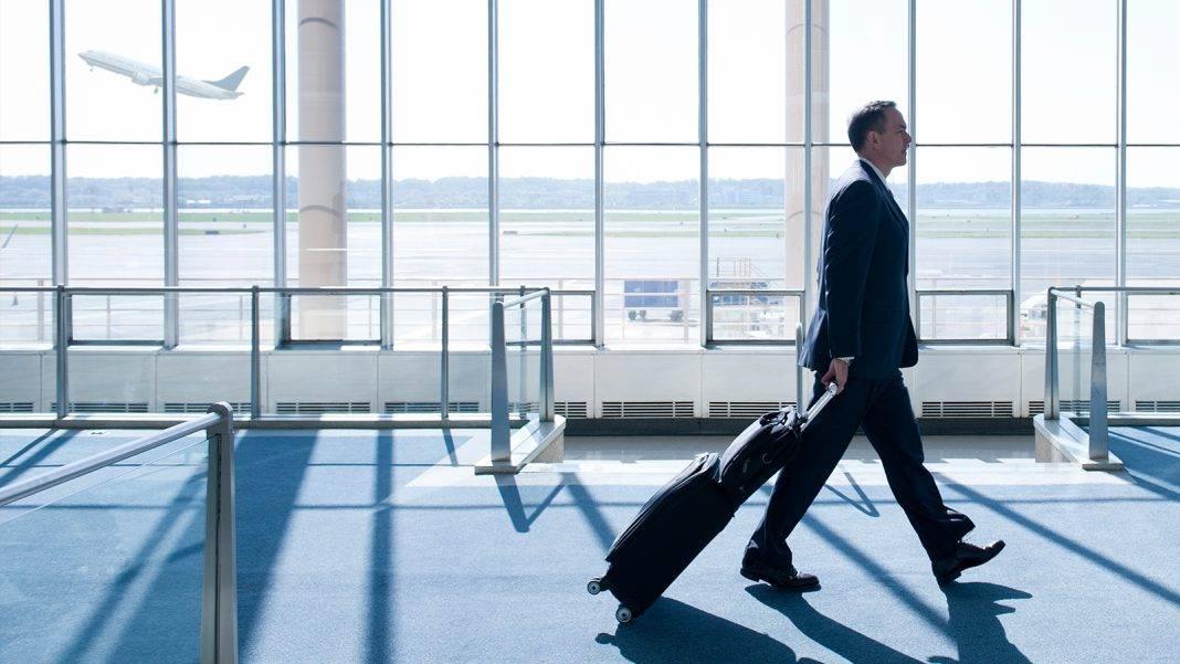 xmarquee businessman airport 1600x900.jpg.pagespeed.ic .64qli8UFZz