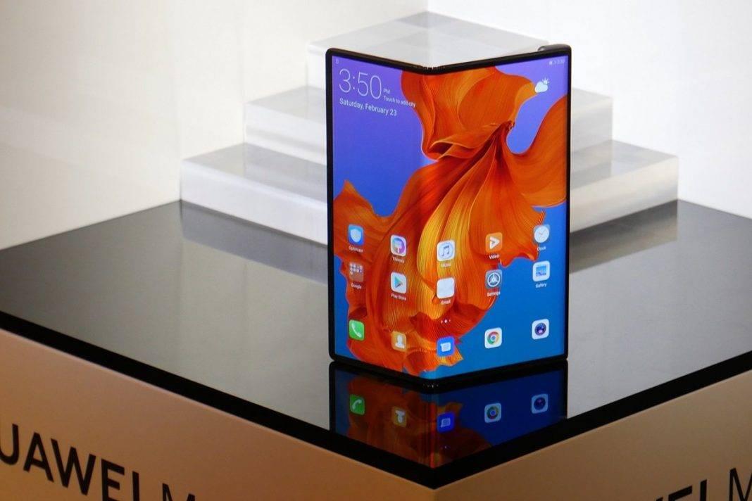 huawei sirketinin patentinde yeni qatlana bilen smartfonun dizayni ortaya cixib2629